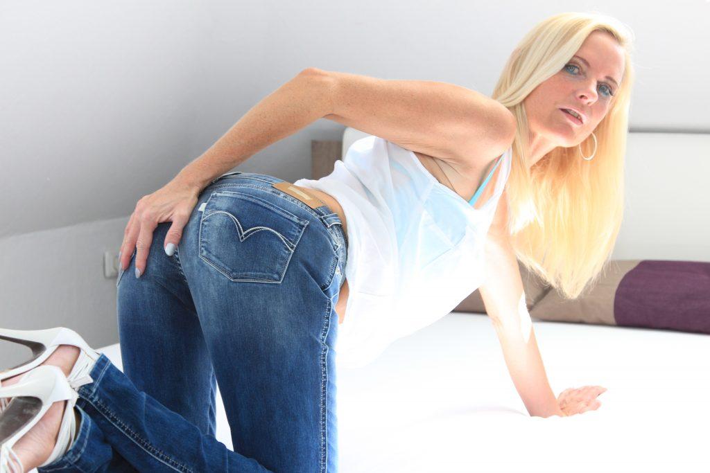 Frauen über 40 - wie MILF DirtyTina - haben mehr Spass beim Sex